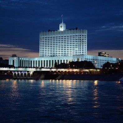 # Вид на Дом правительства Российской Федерации с набережной Тараса Шевченко в Москве
