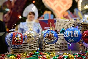 Продажа новогодних украшений в ГУМе