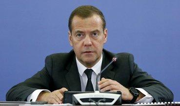 Медведев: В РФ остановлен спад продаж автомобилей, 86% купленных машин собраны в стране