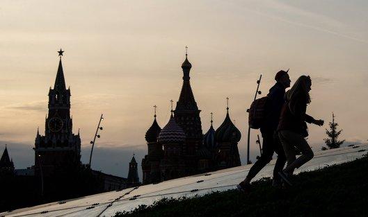 #Спасская башня Московского Кремля и храм Василия Блаженного
