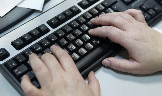 #Работа за компьютером. Архивное фото.
