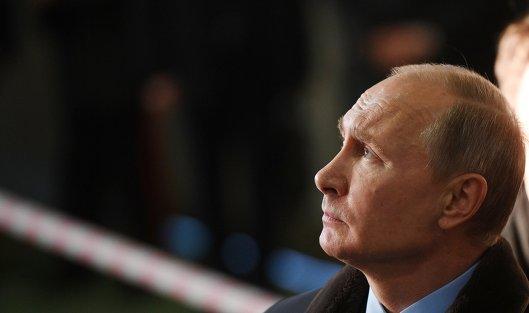 # Президент РФ Владимир Путин во время посещения Тверского вагоностроительного завода. 10 января 2018