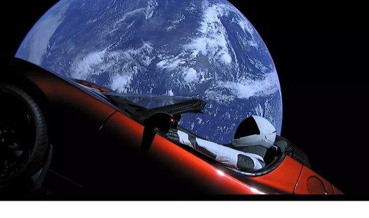 Tesla на орбите Земли