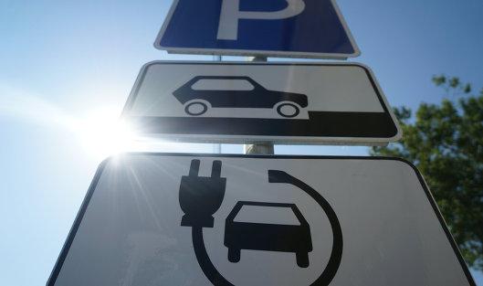 Fitch: Электромобили несут угрозу для нефтяного рынка
