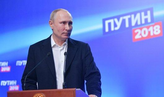 #Владимир Путин во время посещения своего предвыборного штаба