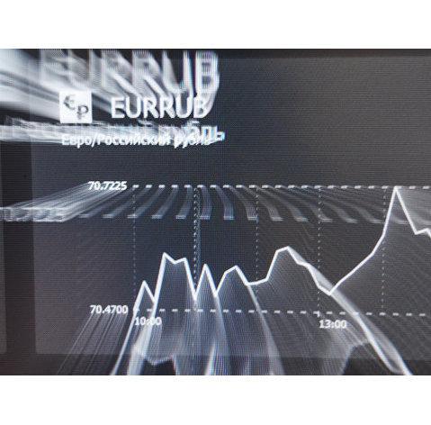 828623048 - Рынок акций РФ снижается, рубль стабилен в отсутствие драйверов