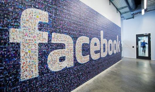 #Логотип социальной сети Facebook в дата-центре компании в Швеции