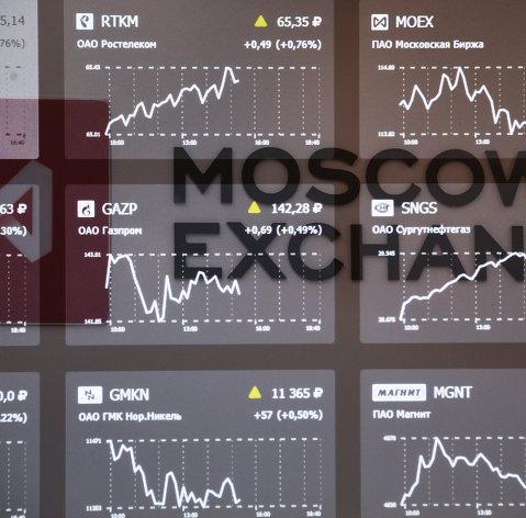 Рынок акций и рубль значительно снижаются на первых торгах мая