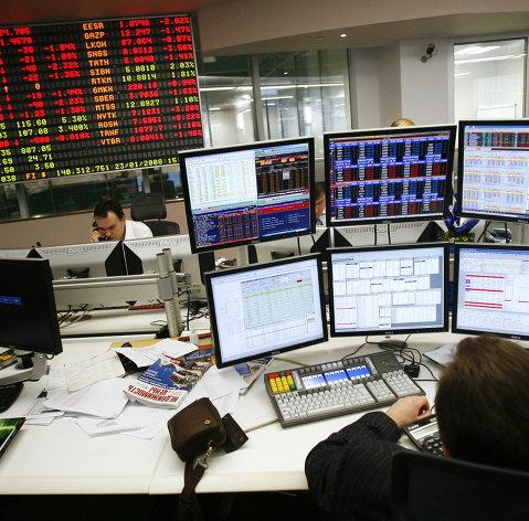 Рынок акций РФ снижается после значительного роста в четверг