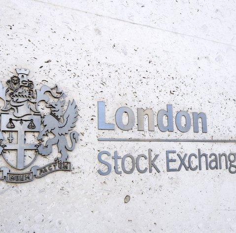 Бумаги компаний России закрыли торги в Лондоне преимущественно снижением