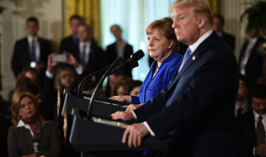 Президент США Дональд Трамп и канцлер Германии Ангела Меркель во время совместной пресс-конференции в Вашингтоне. 27 апреля 2018