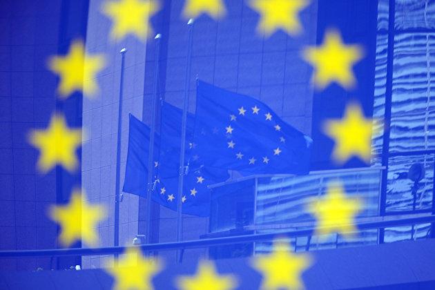 % Флаги ЕС в Европейском квартале в Брюсселе