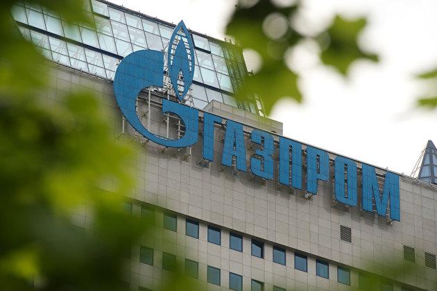 """Вывеска на офисном здании компании""""Газпром"""""""
