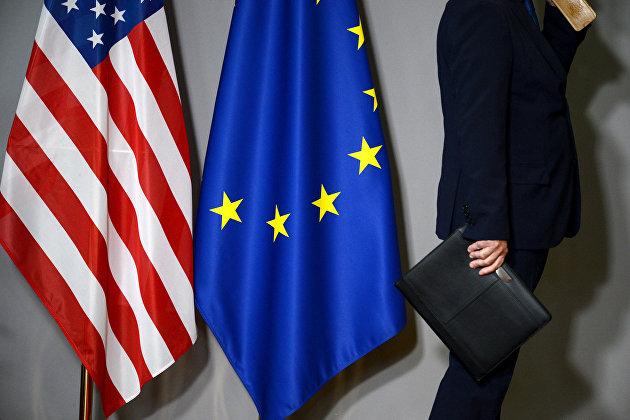 # Флаги США и Европейского совета в Брюсселе