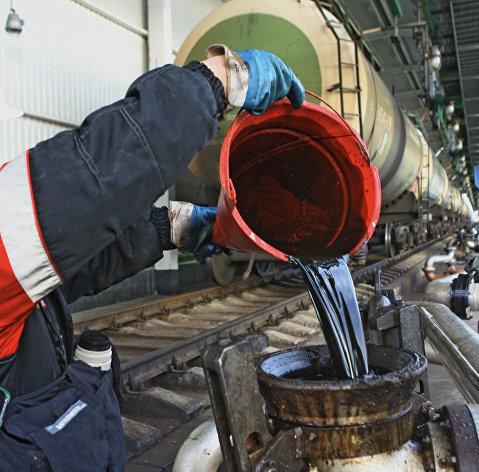 828888322 - Нефтяники обязались нарастить поставки бензина и дизтоплива в опт на 3% к 2017 г
