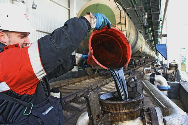 Правительство России сохранило повышенную пошлину на бензин в августе
