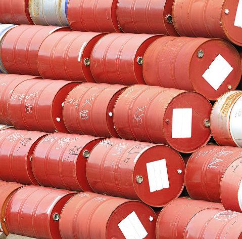 Нефть дешевеет на опасениях за мировую экономику и спрос на сырье