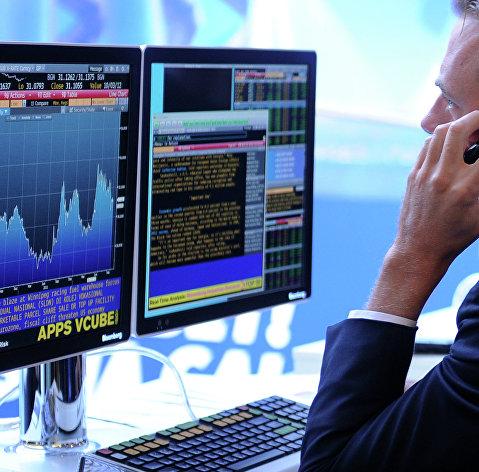 %Экран, транслирующий биржевые графики и диаграммы