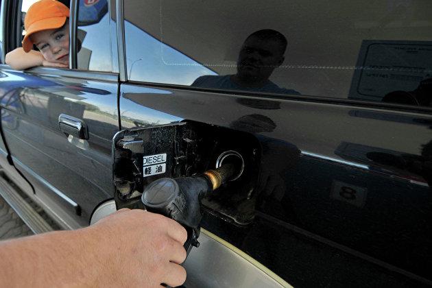 Более 40% россиян считают, что цены на бензин в ближайшие месяцы продолжат расти