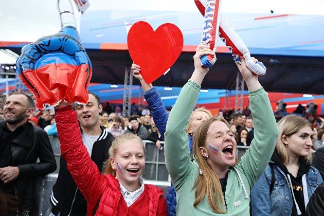 % Участники празднования Дня России на Красной площади. 12 июня 2018