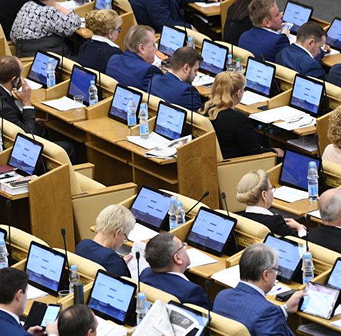 #Депутаты на пленарном заседании Государственной Думы РФ