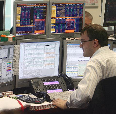 Рынок акций России с утра растет на фоне дорожающей нефти