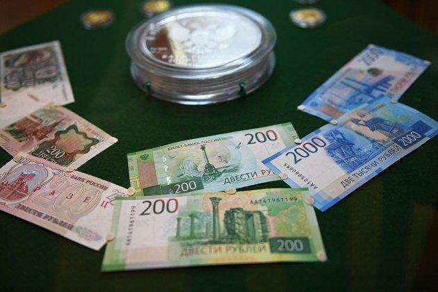 %Демонстрация новых купюр достоинством в двести и две тысячи рублей в Банке России
