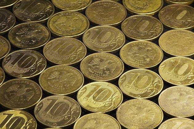 828992934 - Рубль открыл неделю умеренным снижением к доллару и евро