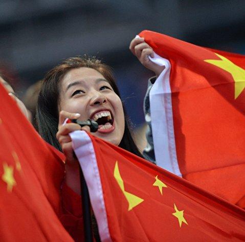 #Девушка с флагом Китая