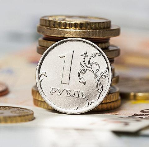 Рубль продолжает снижаться, доллар протестировал отметку в 64 рубля