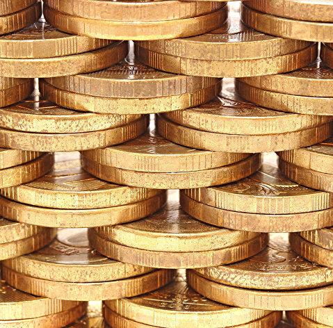 Рубль продолжает снижение к доллару и евро, усилившееся в четверг вечером