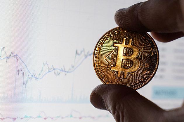 %Сувенирная монета с логотипом криптовалюты биткоин