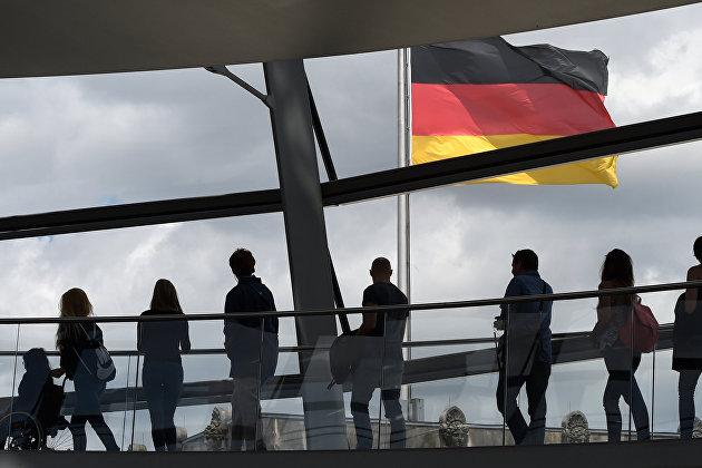 # Посетители в здании рейхстага в Берлине, Германия