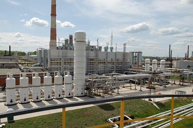 СМИ: Нефтекомпании РФ могут обязать поставлять не менее 17,5% добычи на НПЗ
