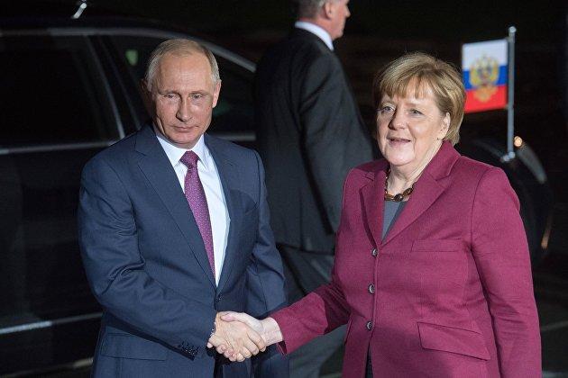 """Путин и Меркель обсудили транзит газа и """"Северный поток-2"""""""