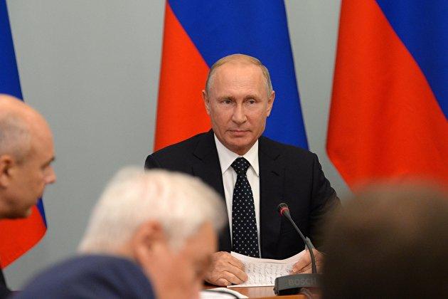 % Президент РФ Владимир Путин проводит совещание