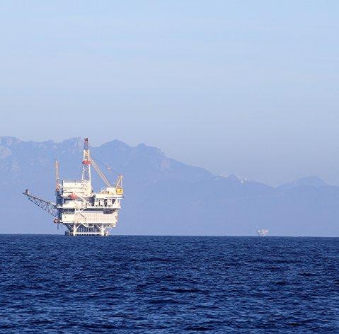 Нефть дешевеет в среднем на 5,5% на обострении опасений вокруг коронавируса