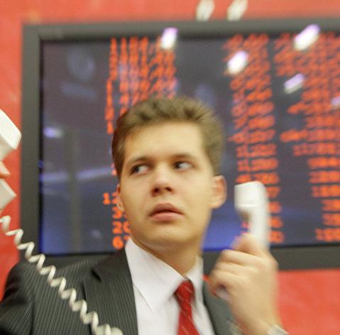 Рынок акций РФ перешел к росту по основным индексам
