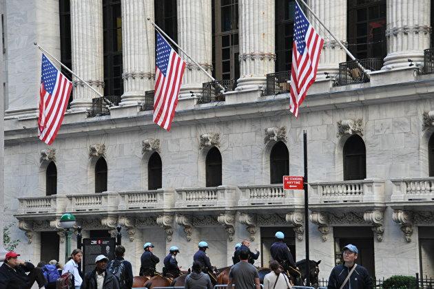 Конный конвой у Нью-Йоркской фондовой биржи