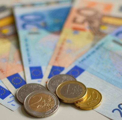 Рост курса евро к доллару ускорился на статистике из еврозоны