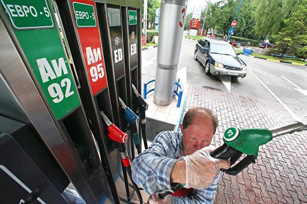 Путин подписал закон о корректировке демпфера в нефтянке для сдерживания цен на топливо