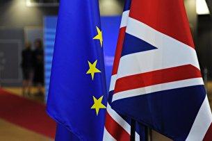 Флаги Европейского союза и Великобритании перед началом саммита ЕС в Брюсселе