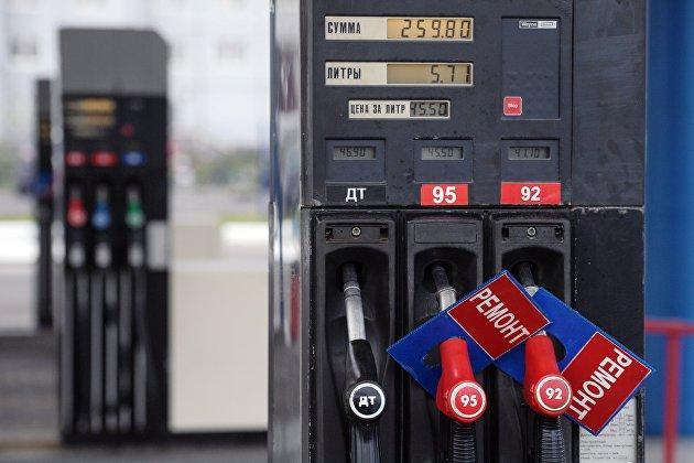 Цены производителей на бензин в марте снизились на 4%, розничные - на 0,1%