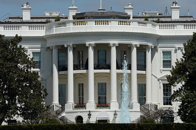 Белый дом заявил, что поддерживает тесный контакт с Парижем после решения отозвать посла из США