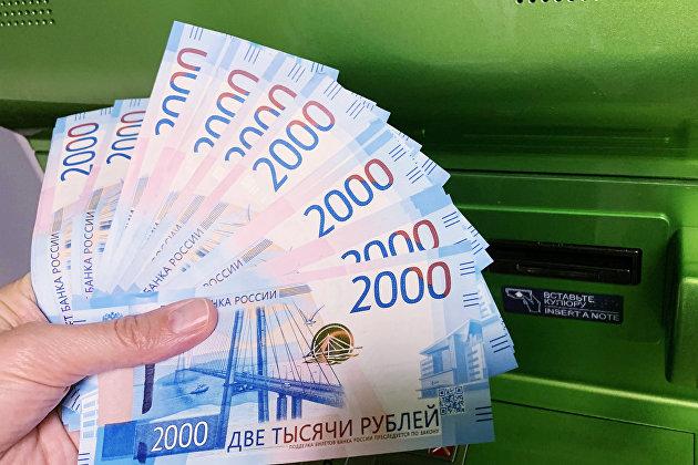 Сбережения имеют 46% россиян и чаще хранят их в рублях