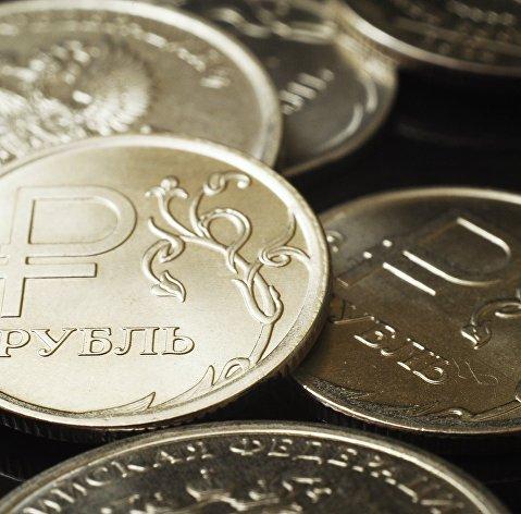 Рубль умеренно повышается к доллару и евро в начале дня