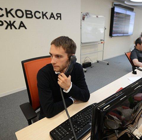 Рынок акций РФ вырос вслед за нефтью и рублем