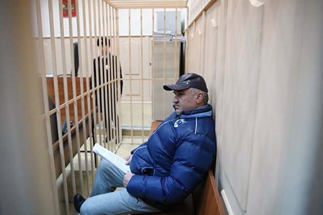 Рауль Арашуков, подозреваемый в мошенничестве и участии в преступном сообществе, на заседании Басманного суда