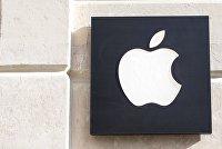 """"""" Знак Apple на фасаде дома."""