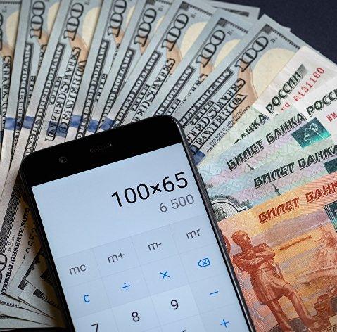 Рынок акций России в июле снизится, рубль немного укрепится